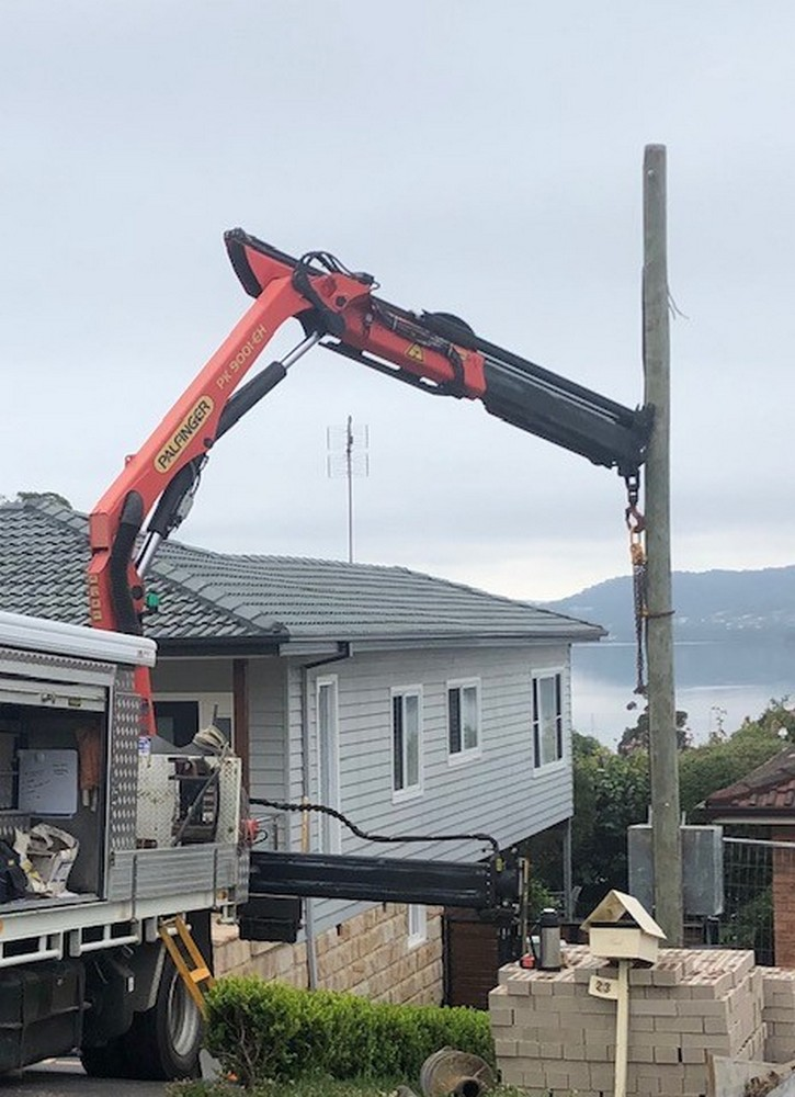 Temporary builders service – timber pole